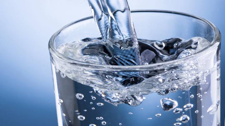 This image has an empty alt attribute; its file name is The-Health-Benefits-of-Water-722x406.jpg